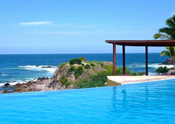 Infinity pool at the Four Seasons Punta Mita
