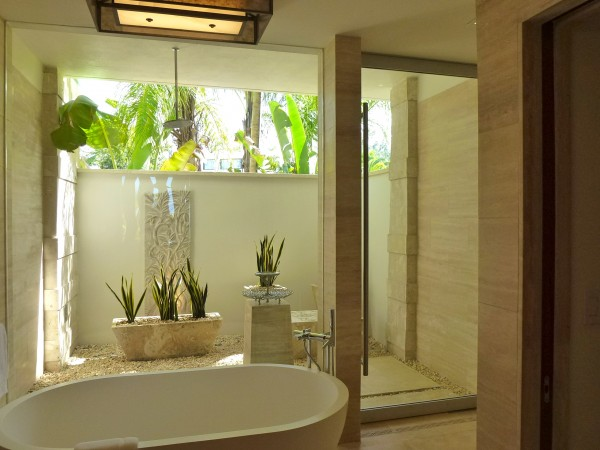 Outdoor shower of Reserve Plunge King