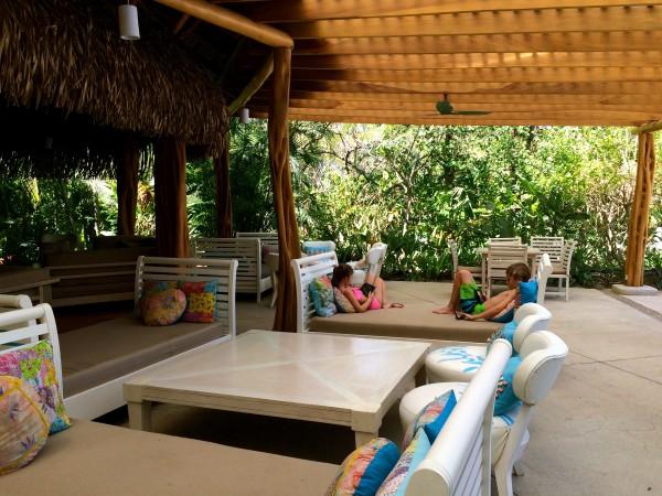 Cala Luna lounge/restaurant area