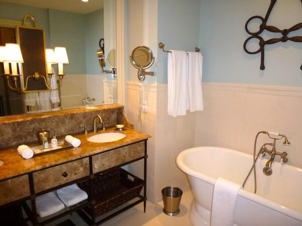 Estate King Room's bathroom