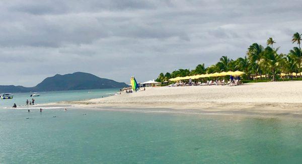 Pinney's Beach, Nevis
